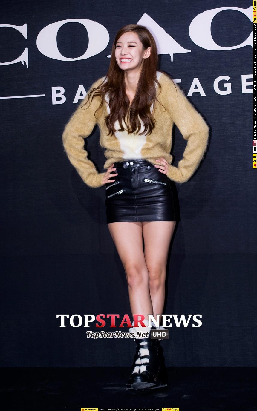 最後呢介紹一個大家比較不太熟悉的、但最近人氣開始上漲的Stephanie Lee,她是YG娛樂簽進的演員,本來是模特兒~身高有178欸!!!!