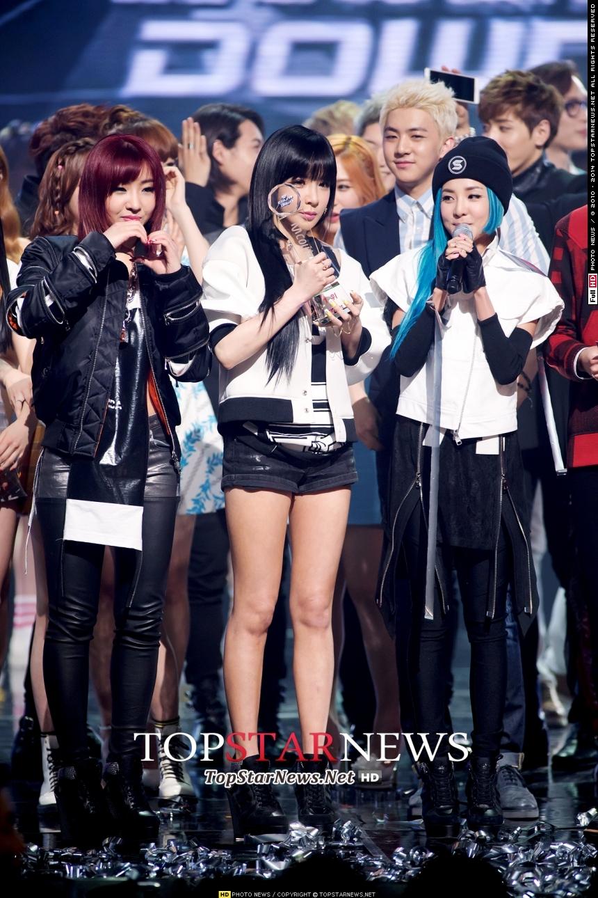每次寫女團回歸,就為不禁冒出的疑問:2NE1去哪了?想必Black Jack(2NE1粉絲名稱)都很想念她們吧?