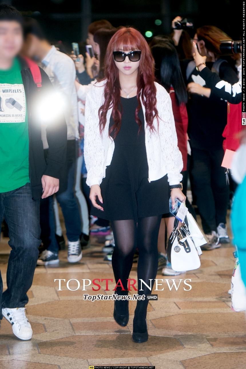 老么Minzy在2NE1一直都是舞蹈擔當,舞蹈實力是女偶像中屈指可數!最近忙於學校生活的她,更開了舞蹈學院~哇~可以指名給Minzy老師上課嗎~??