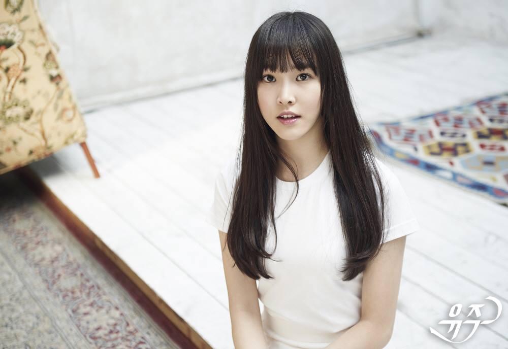第八位歌手就是前陣子造成很大話題的 G-Friend 成員 Yuju。