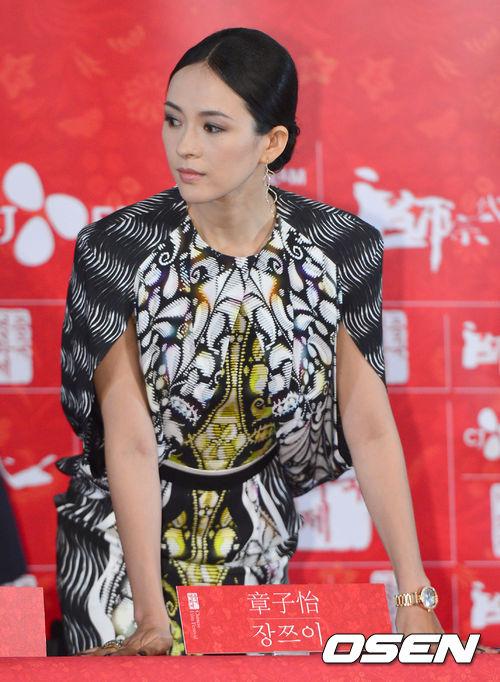 中國代表女演員的其中之一「章子怡」,別看她一副氣勢女王,在BIGBANG T.O.P面前也會一秒變身小迷妹喔!這次竟然就在美國拉斯維加斯BIGBANG巡演上相見歡啦~聽說還一起吃了晚餐呢(各國粉絲開始咬手帕)