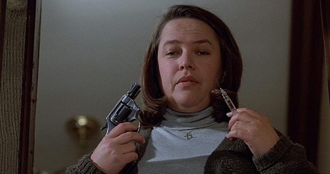 #6 <戰慄遊戲>(1991) : 安妮·威爾克斯(凱茜·貝茨飾) 影片也在美國精彩電視台評選的「一百個最嚇人的電影瞬間」中名列第12位。安妮·威爾克斯從一個善良的護士到為了防止自己的偶像跑掉,用大鎚敲打致腳踝骨折。