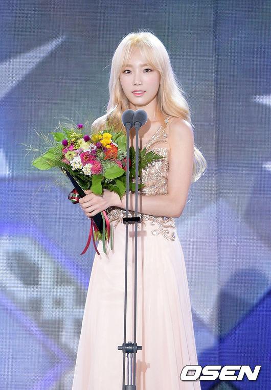 才在上個月的「首爾電視劇大獎」得到「最佳ost歌手獎」的太妍 為什麼不演戲呢?光看音樂劇的演出就覺得很有天份啊… 真是有點可惜呢!