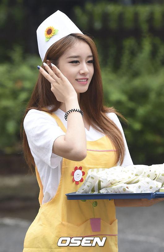 還有還有啊~今年才爆出戀愛的T-ARA芝妍,和男友也是差了有13歲捏~