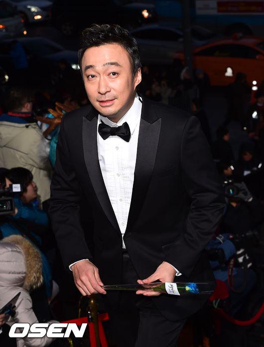 常常在電視劇或電影中出演配角...最近在 tvN 電視劇 <未生>飾演營業3組科長吳相植一角,收穫眾多年輕粉絲...