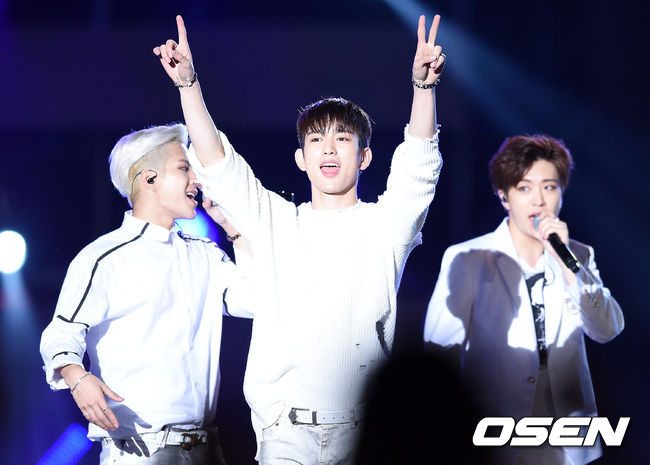 GOT7最近奪下了Gaon排行榜(韓國公信力排行榜)周榜的冠軍!更奪下了美國Billboard World Album Chart(世界專輯榜)的第一欸!(超了不起的~)