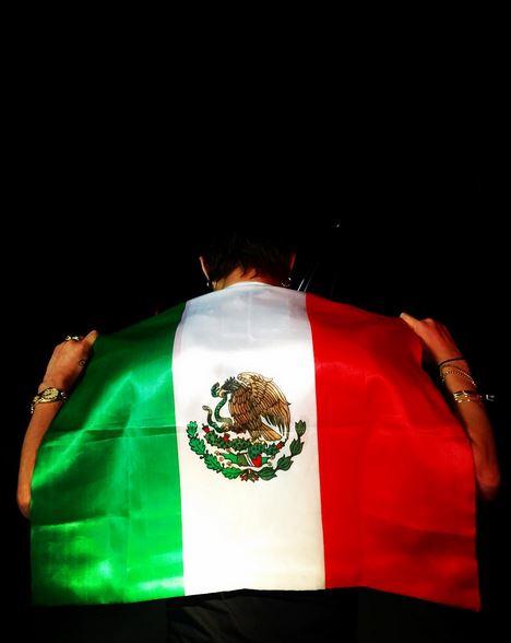 GD就在他的IG上面寫著「最棒的舞台之一」來表達對墨西哥粉絲的感謝!!