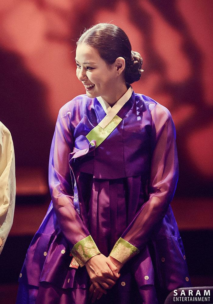 日前,歐妮李荷妮在韓國「議政府國際伽倻琴慶典」伽倻琴彈唱舞台上有耀眼表現哦~