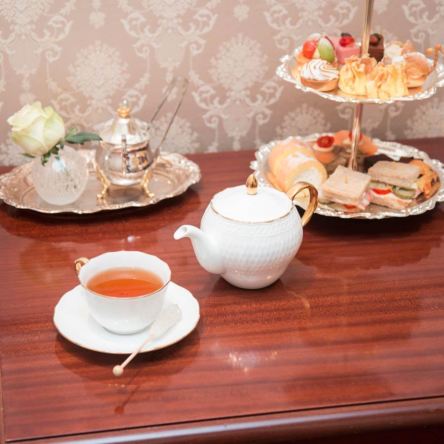 想要享受甜甜蜜蜜的下午茶,皇家奶茶加上香甜的點心,再配上稍帶苦澀的紅茶,那味道是極好的(¯﹃¯)...Monchouchou用的也是伯爵紅茶哦~