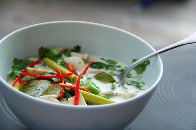 第二點:湯湯水水的東西更容易幫助克服飢餓感,如湯麵、粥品等等,另外利用香料的調配,讓食物產生變化感,就可以減少鹽和醬料的使用!