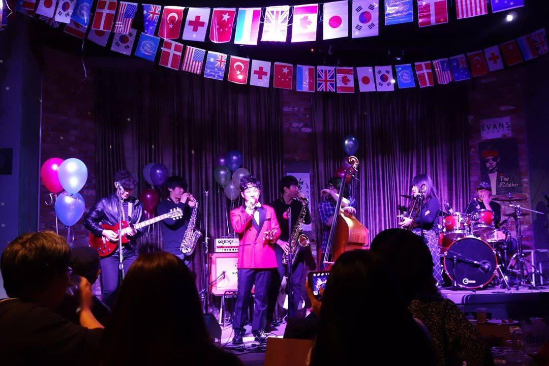 在<庚錄節>這一天,Crying Nut,No brain,Harry Big Button,Galaxy Express,Sultan Of The Disco等韓國代表性的龐克樂隊都會聚集在這裡。
