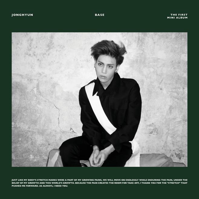 今年年初發行首張 SOLO 專輯《BASE》的 SHINee 成員「鐘鉉」,封面照就是帥氣的他本人XD