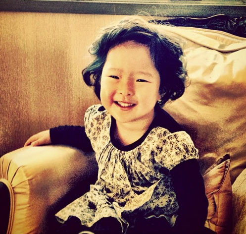 所以凱瑟琳決定領養韓國女孩,凱瑟琳的心地真善良對不對?
