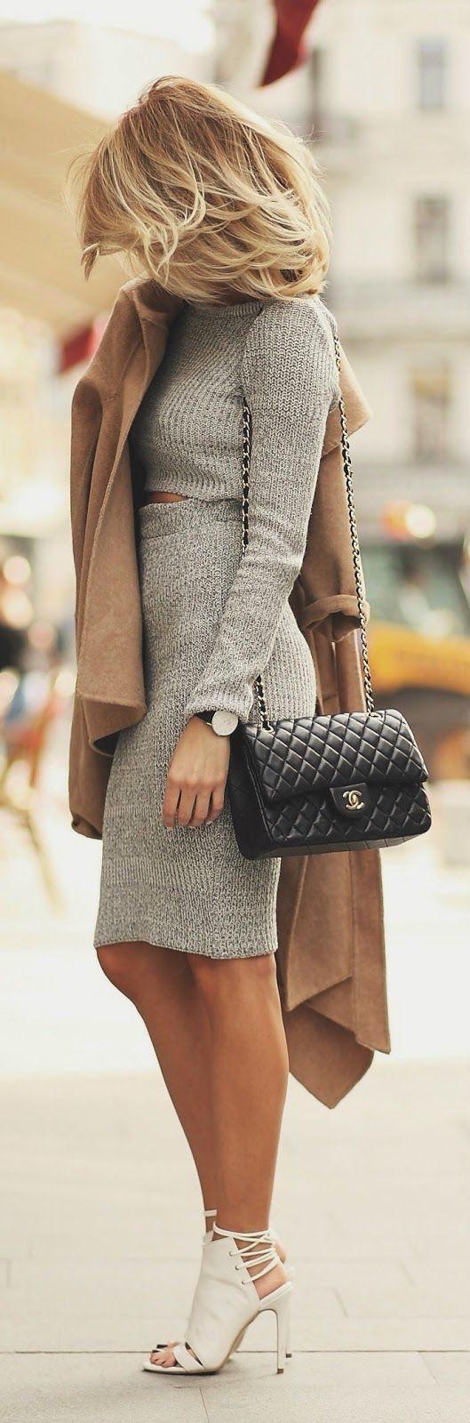 同色系的上下衣物搭配給人連身裙的錯覺 再搭配上駝色大衣 讓整個人行道都成為你的伸展台