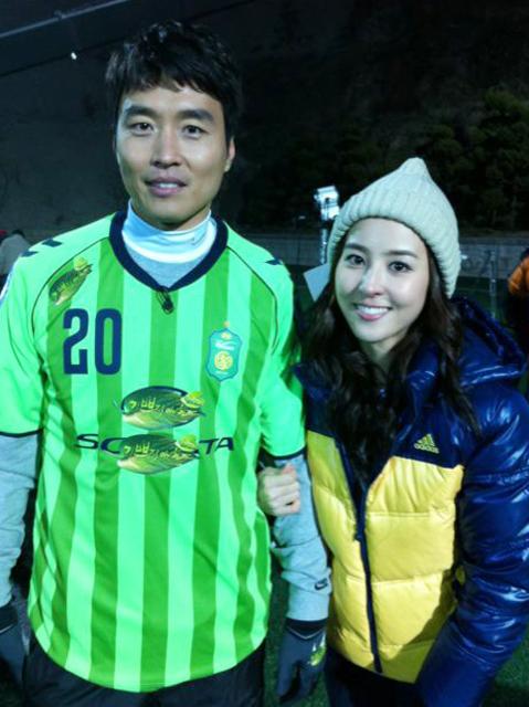 惠珍姐姐是一個以圓圓可愛的臉蛋而很受大家歡迎的演員! 聽說性格也很酷哦~