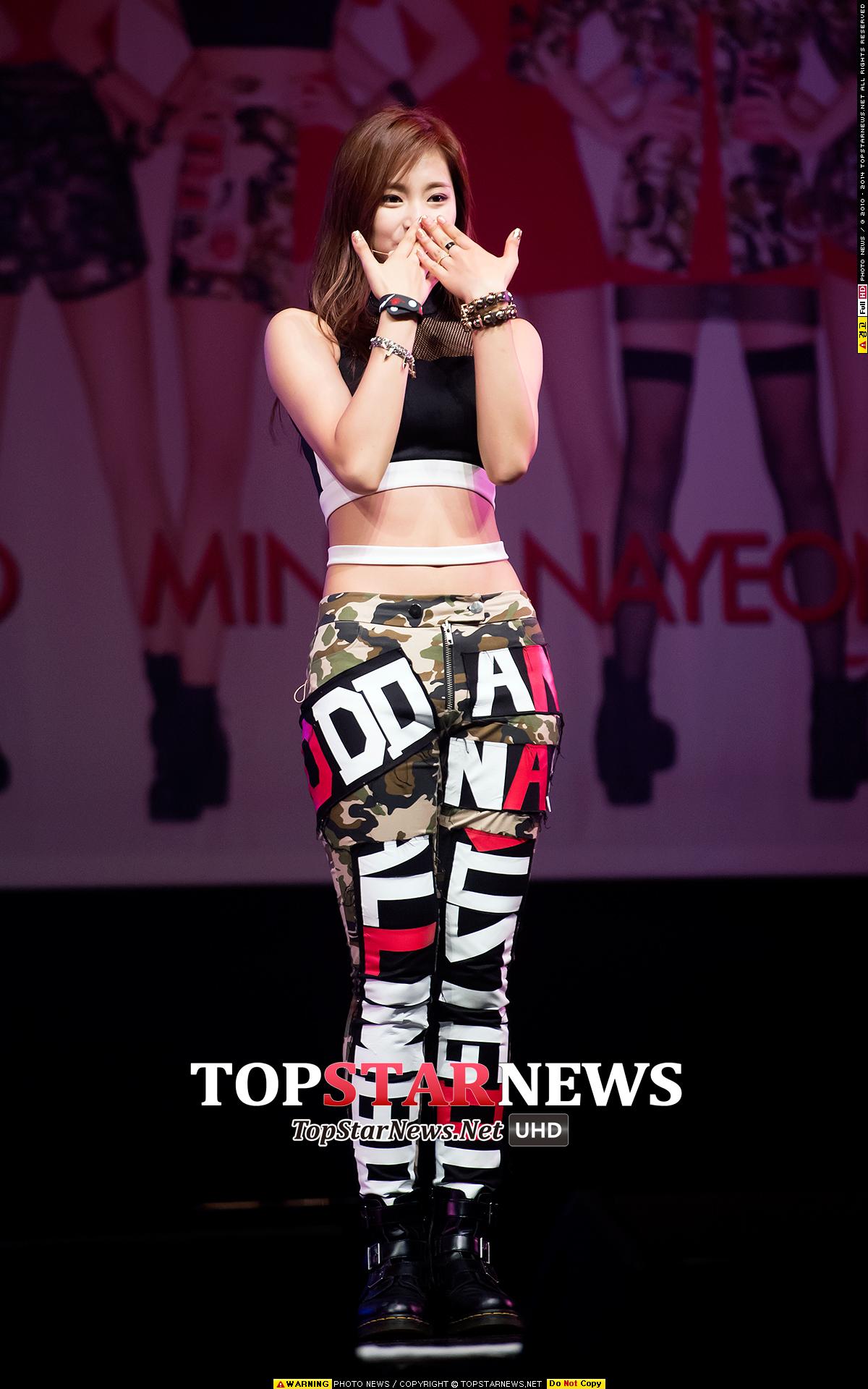 除了天然美女的美貌外,韓國網友也覺得子瑜的腰線很漂亮,大家都認同吧!(大力點頭中)