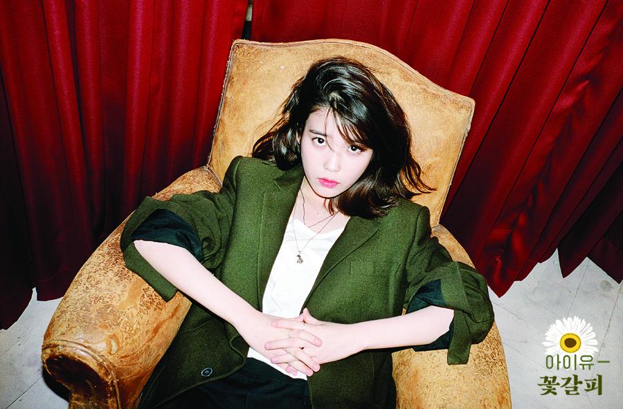 IU曾在廣播節目中說過自己的電腦有個資料夾是專門放漂亮女藝人的照片,其中雪莉的照片是最多的,IU自己就很美麗了啊~~