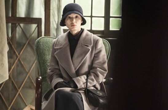 #帽子篇 帽子1:禮帽 話說民國戲怎麼能沒有禮帽造型呢~劇中除了大衣,另外一點惹人注意的就是全女神時刻戴著的帽子了,要說帽子可是凹造型的極好單品。尤其在秋冬季節,你要是帶一頂創意帽子出門,不僅自己暖和舒服還為整體造型加分。