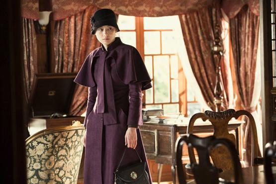 想走復古優雅風,禮帽一定是必不可少的單品,而棕色一定是首選顏色,加上現代感十足的手提包包,奢華而不高調的女神範就出來了。