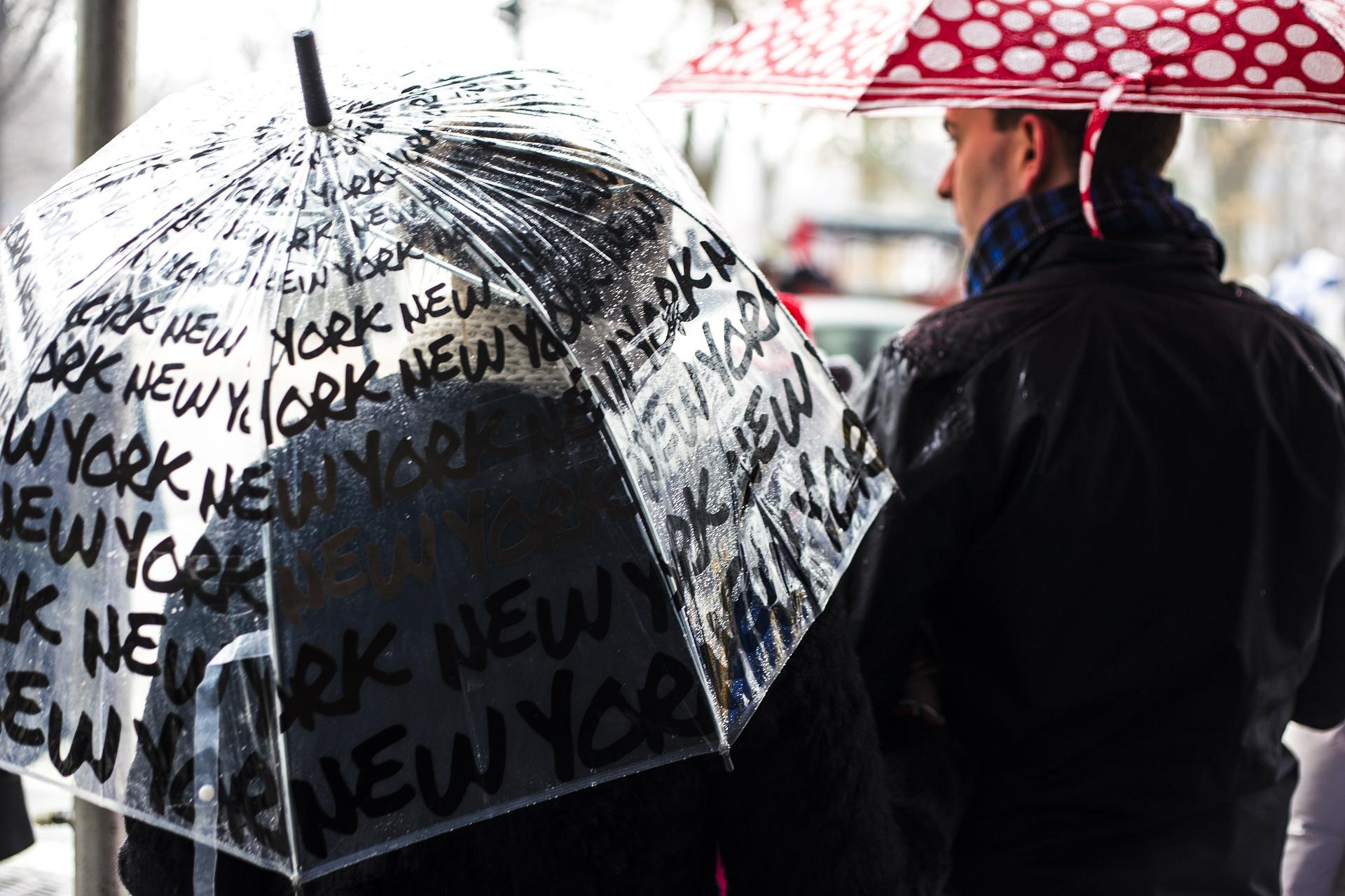 5. 當然別漏了讓雨天的街道綻放色彩的雨傘! 也是必拍重點!