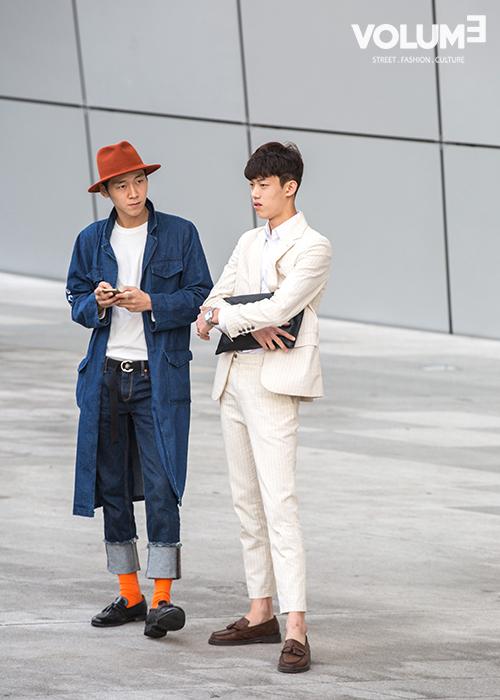 皮鞋裡穿襪子真的不是女生的專利~連韓國男生也超愛,而且還選擇了這麼大膽的顏色!