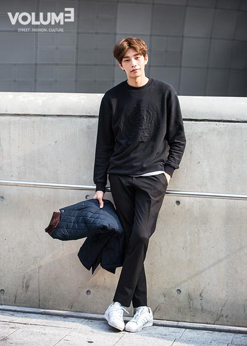 這位就厲害了!不光是模特還出演過很多藝能節目,電視,電影~去年開始韓國男生大愛的中分頭,你準備好挑戰一下了嗎?