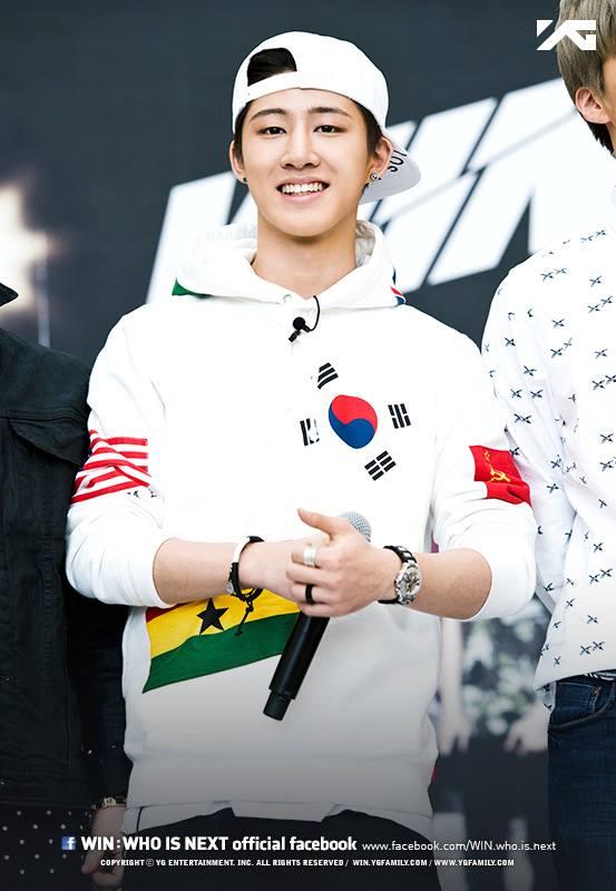 第四位名字有點點的孩子就是 iKON 的隊長「B.I」。