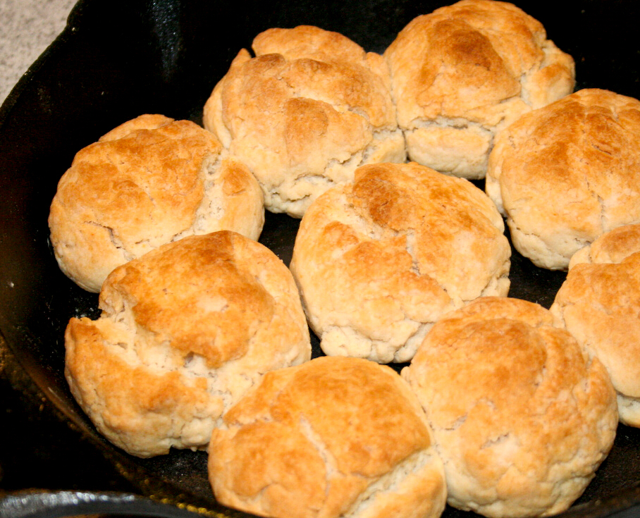 是的~就是奶油麵包!(請自動忽略賣相)奶油可是小編的最愛,不怕長胖的小夥伴趕快排好隊跟進來!
