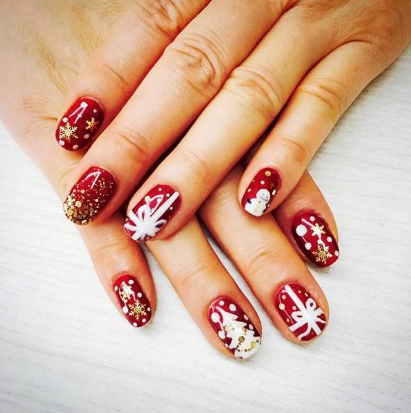 之前太妍還幫媽媽做了指甲彩繪,送給媽媽的聖誕節禮物,是不是很可愛呢?