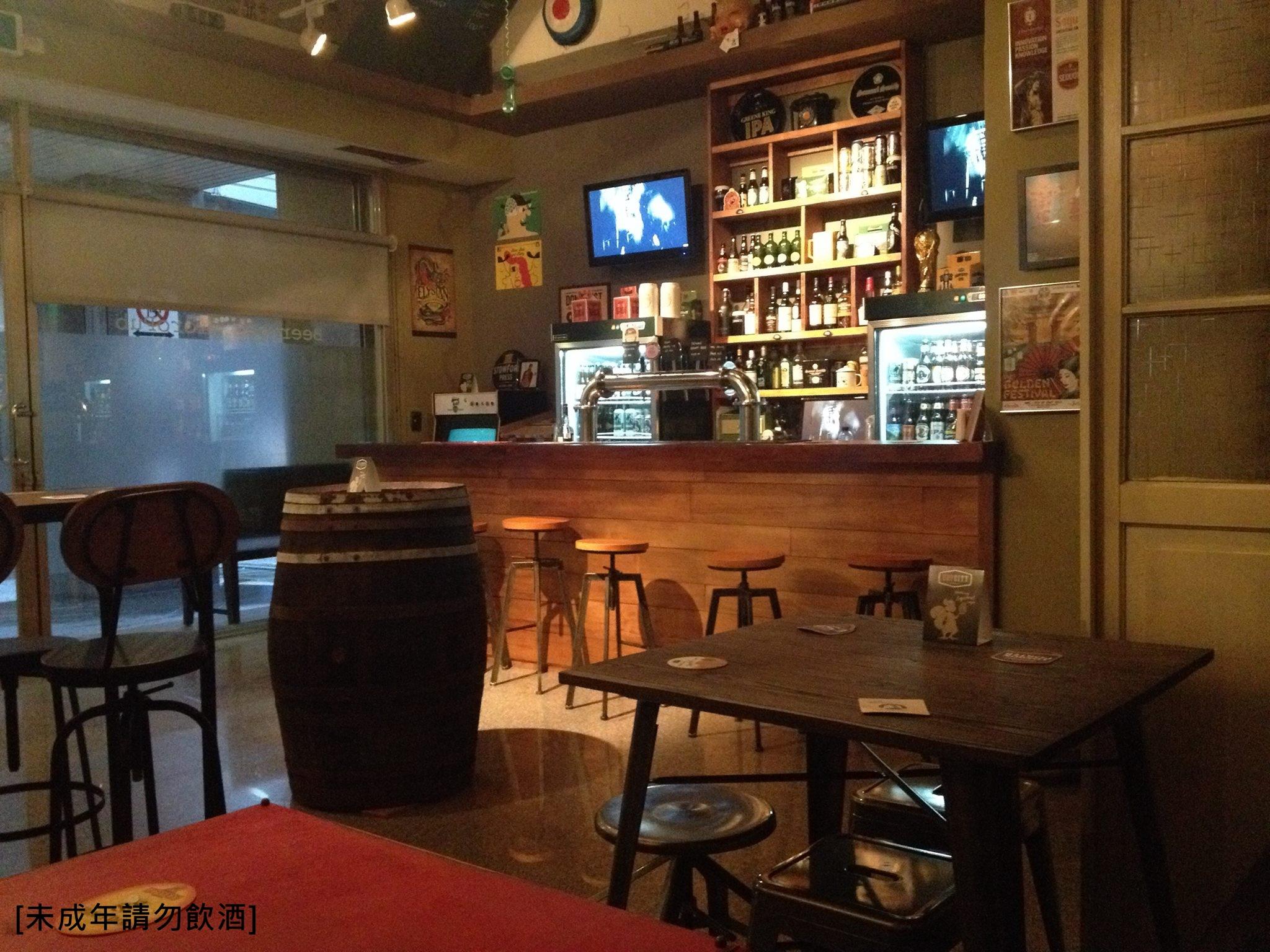 【Beer Geek】 在這裡不僅可以喝到新鮮的手工精釀啤酒,還有美式餐點可以搭配品嘗,這兒也隱藏了不少專業的啤酒高手! *詳細資訊請點擊來源出處