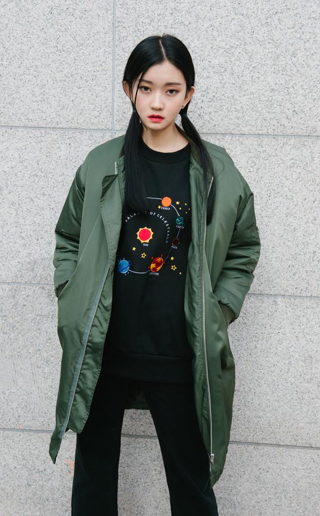 運動外套也推出長版風格,穿上後可以創造出強烈風采!