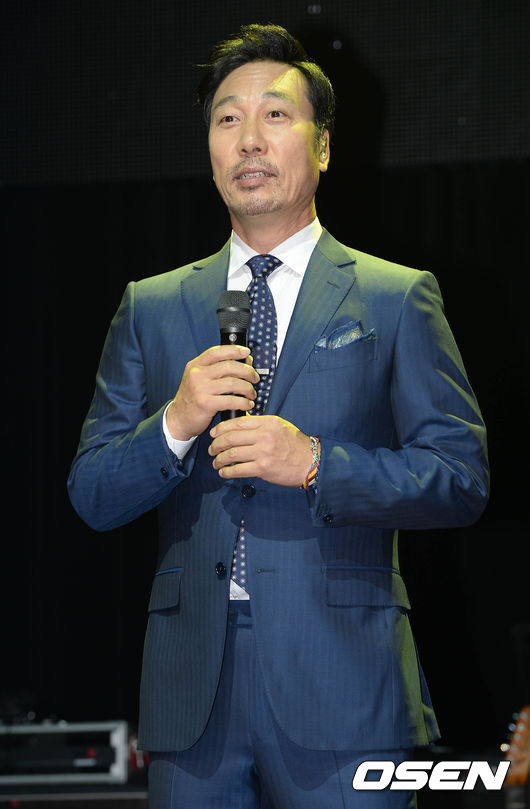 80年代在韓國處於鼎盛期的歌手李文世將負責這一集的旁白。