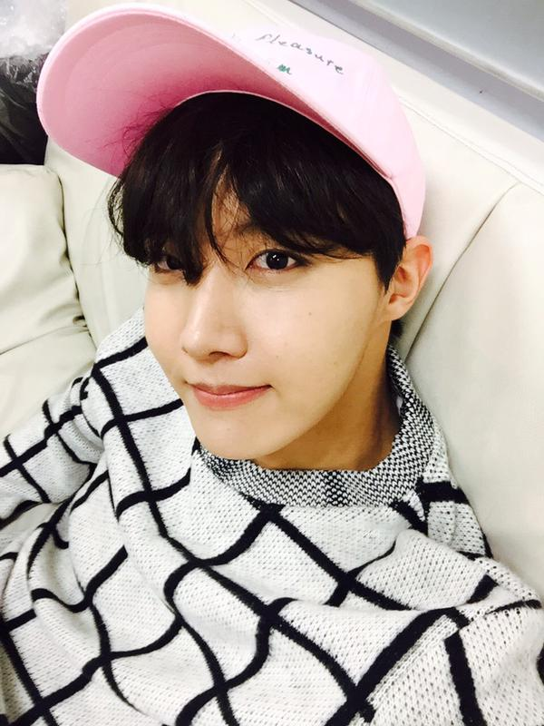 而 BTS 的 j-hope 是「暖美男」。