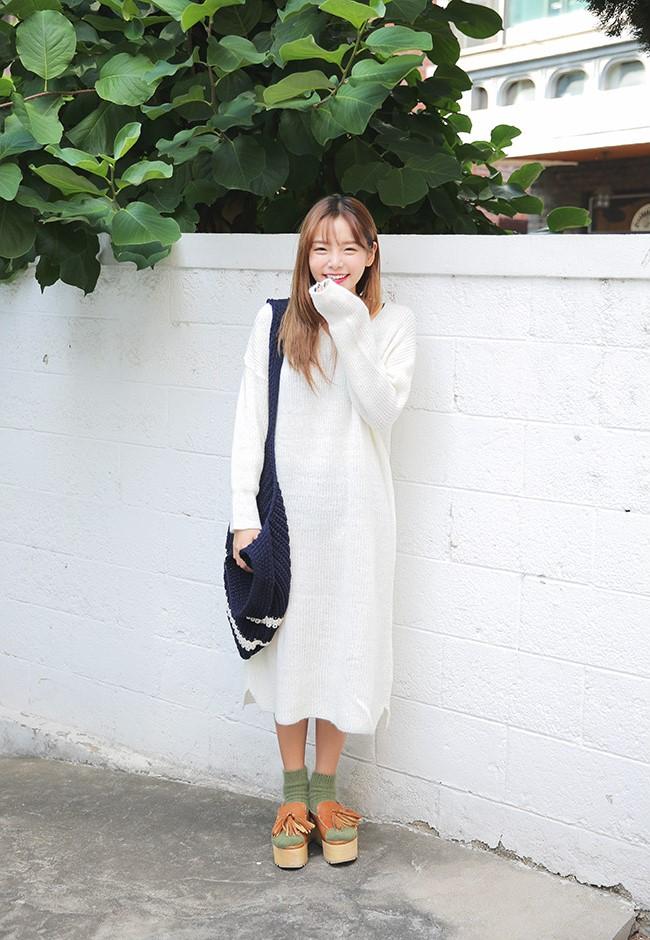 加上襪子與涼鞋的搭配,即使是秋天穿出門,也不會讓人有種視覺上太悶熱的感覺。