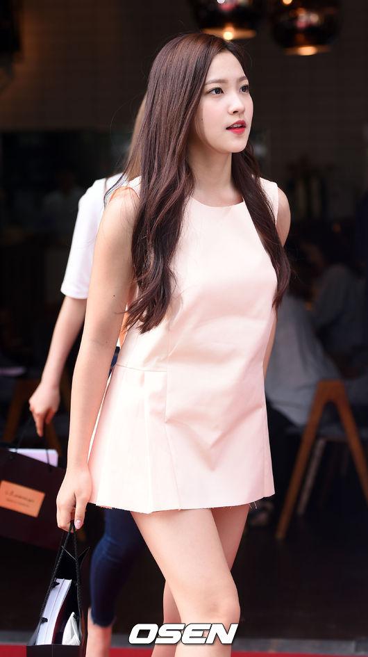也是韓國網民選出擁有耀眼美貌的新人女偶像之一啦