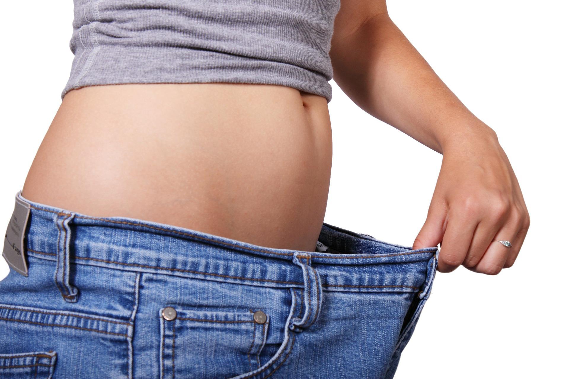 另外,當然就是大家最想知道的瘦身效果啦! 豐富的膳食纖維對於改善嗯嗯不順有驚人的效果 持續的喝牛蒡茶很快就能和小腹說掰掰~