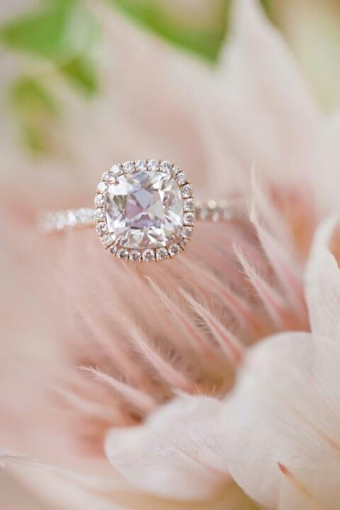 但是啊~美妞們~ 我覺得顆粒大的戒指真的還蠻美的誒~ hahahahahahahahahahaha