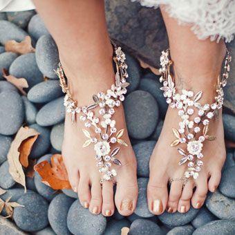 美妞們! 是這個就是這個,快看看看看看看 海灘婚鞋 ❤ 舒舒服服的感覺~ 也很適合穿在花園婚禮喲!