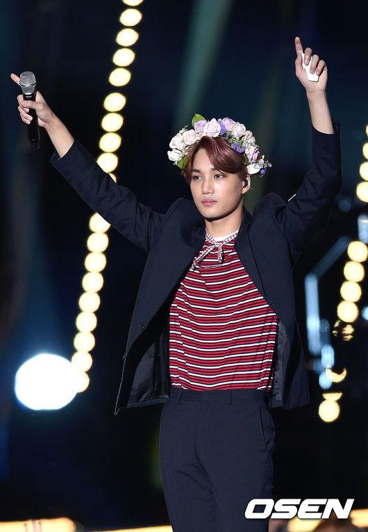 其實EXO其他成員也比過無數次小花姿勢,不過因為版權關係,小編就沒放上來啦ㅠ.ㅠ
