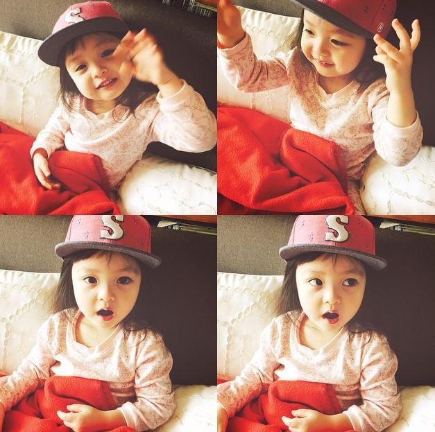 劉海比較短的時候,很多人覺得她也蠻像秋小愛.