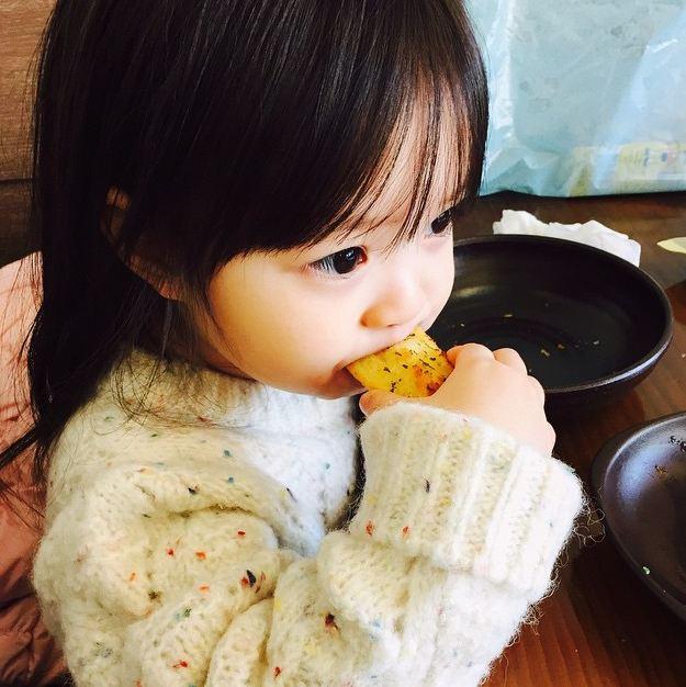 哎喲喲  我的Jaeeun多吃點喲 ♡