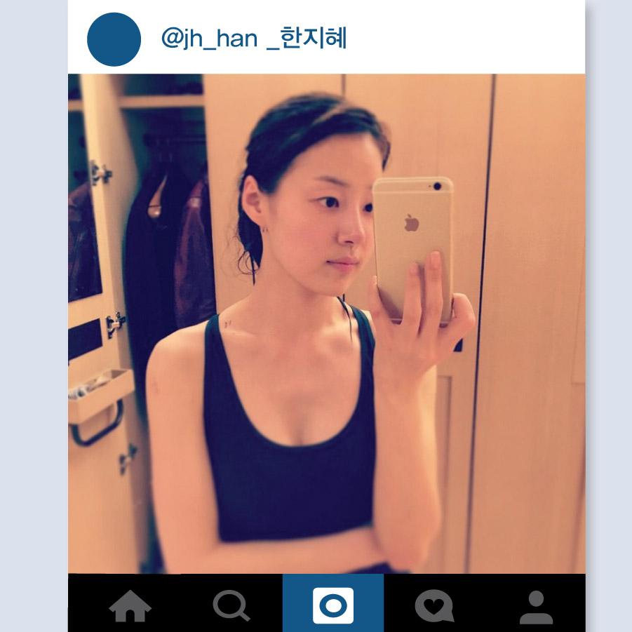 演員韓智慧也是通過Instagram公開自己的日常生活的美貌中的美貌明星之一. 尤其是這張剛游完泳立馬拍的自拍照,上傳至Instagram之後引起話題,什麼也沒有塗的光滑皮膚非常引人注意.