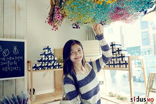 跟金所炫是同年朋友的裕貞也是 1999 年出生的孩子,也就是今年才要上高一的女孩喔!
