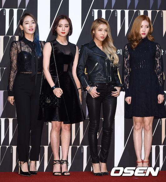 Wonder Girls全員到齊,以蕾絲與黑色系作為穿搭重點,是偶像界成熟美的代表。