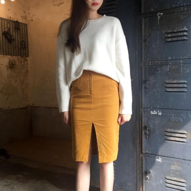條絨料又開始復甦了,只要你選對了款式,也一樣可以變得很時尚。