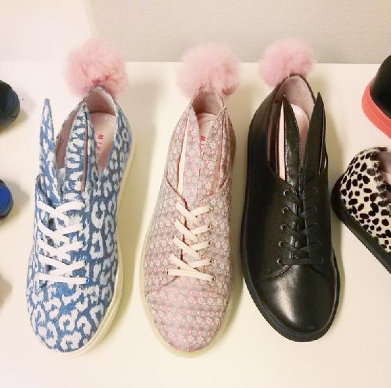 休閒鞋款種類繁多,從最基本的素色到各種樣式的花色款,都相當受歡迎。而且不只是兔耳,在鞋後的加上兔尾巴,也為MINNA PARIKKA加分不少!