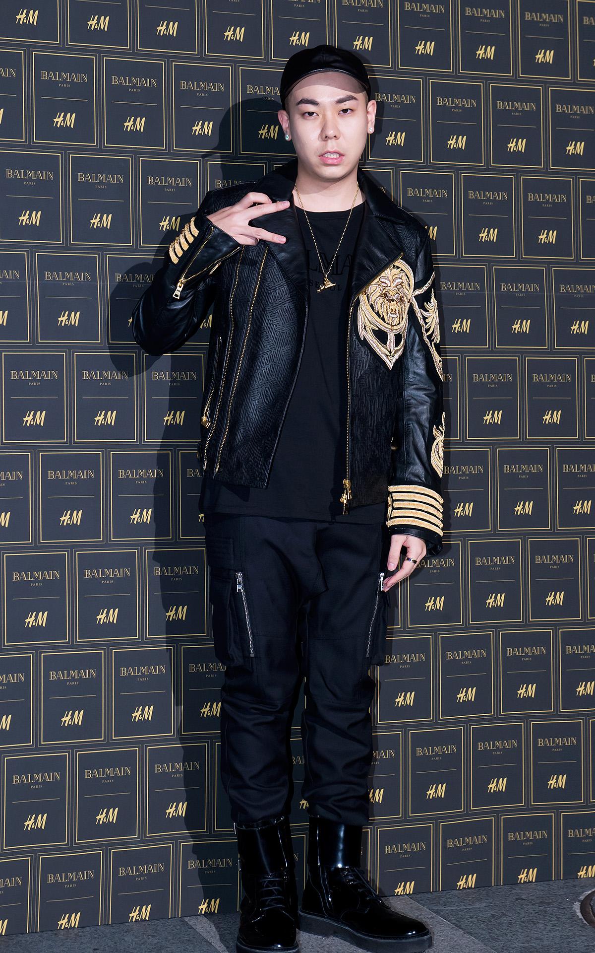 和朴載范同門的Loco同樣選了有軍風感的外套,但也可以從其中找到Rapper的靈魂與精神!