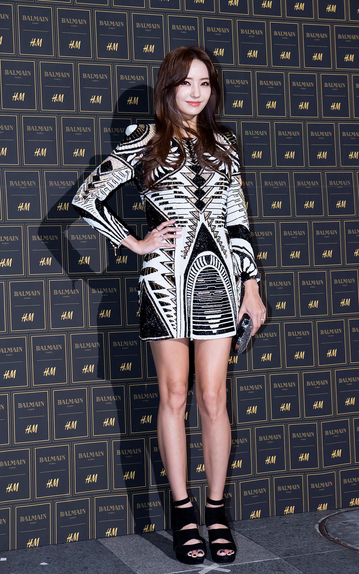 韓彩英身上這套皮革洋裝,不覺得超適合2NE1嗎?XD