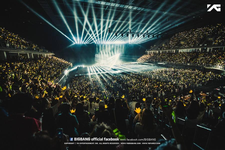 V.I.P 們也會跟 BIGBANG 一起走下去的吧!(大力搖著手燈)