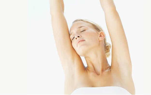 @腋下 腋下皮膚比較脆弱,處理不當很容易感染細菌, 所以不適合使用化學方式脫毛,比如脫毛膏等。